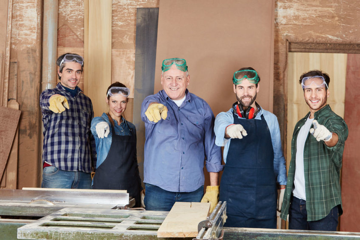 73903323 - team of carpenters pointing to camera with joy as motivation Schlagwort(e): craftsman, artisan, team, motivation, joy, group, carpenter, joiner, operation, carpentry, apprenticeship, lesson, man, woman, trade, work, wood, profession, men, colleagues, boss, chief, executive, company, apprentice, construction, workshop, worker, blue collar worker, portrait, male, female, woodworker, wood processing, labor protection, woodworking, builder, people, hand, show